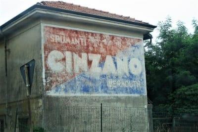 Affissioni in Italia